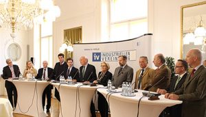 13 Verbände forderten in einer gemeinsamen Pressekonferenz von der Regierung und dem neuen Bundeskanzler Christian Kern ein Maßnahmenpaket zur Stärkung des Wirtschaftsstandorts und für mehr Wachstum und Arbeitsplätze. (Foto: IV)
