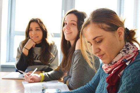 Sommerjob: Praktikum oder Arbeitsvertrag?